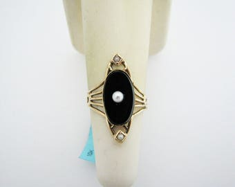 c184 Beautiful Vintage Black Onyx Ring with a Center Pearl in 10k YG