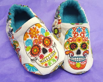 Sugar Skull baby slippers, Day of The Dead, baby Moccs,Dia De Los Muertos,Baby booties,Toddler slippers,Black Soft Sole Baby Shoes