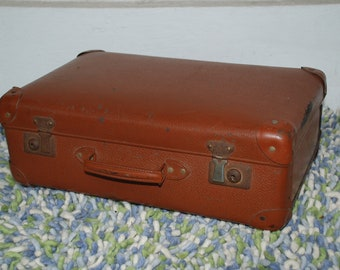 Suitcase with leather corners from the 1950s-plywood with paper feeding-decorative object or theatre prop