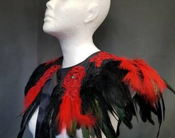 Red & Black vampire feather cape, Cape mit roten und  schwarzen Federn