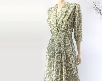 60s Vintage Dress 60s Floral Dress 60s Dress XL Green Floral Dress 60s Day Dress Surplice Dress Vintage Spring Dress XL