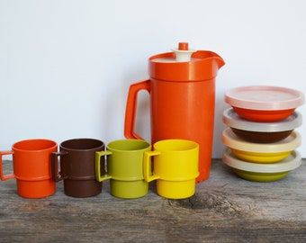 Vintage TupperToys Drink Set circa 1980s, Children Tupperware, Pitcher, 4 bowls with lids, and 4 Cups, Vintage Tupperware