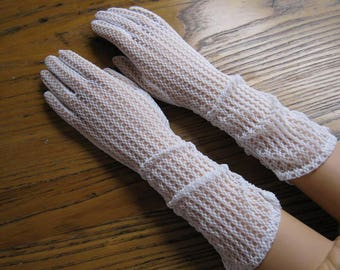 Vintage Ivory Dress Gloves, Lace Dress Gloves,  Size 6 1/2, Ivory Gloves, Dress Gloves, Long Gloves, Wedding Gloves, Retro Fashion, Fownes