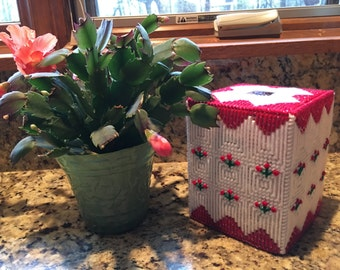 Plastic Canvas Rose Buds Tissue Topper