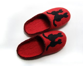 Women house shoes, slippers, felted wool slippers, Felted shoes, slippers Cat / red /  wine / burgundy / ruby / blood / black