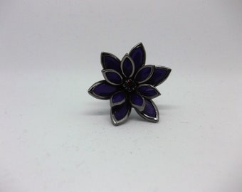 Beautiful flower sttement ring with purple petals and a purple centre stone. Black/silver tone metal. Size 8/Q