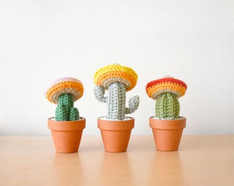 3 Amigos Mini Crocheted Cacti Set