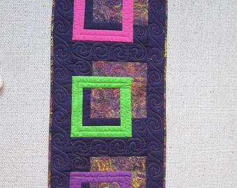 3D table runner in bright colours
