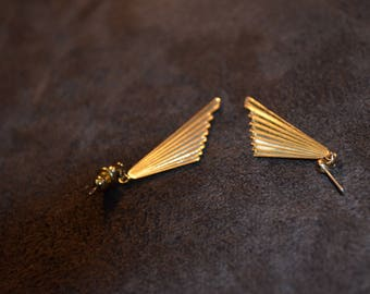 Vintage Gold Tone Fan Earrings / Free Shipping