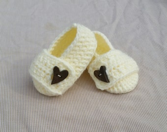 Baby girl crochet slippers baby girl shoes baby slippers with a strap and button handmade baby gift photo prop