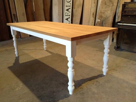 Mesa de comedor roble macizo en pino pintado tradicional base