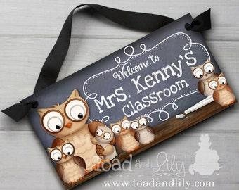 Teacher Chalkboard Classroom with Lots Owls DOOR SIGN Teacher End of Year Christmas Present Gift TDS011