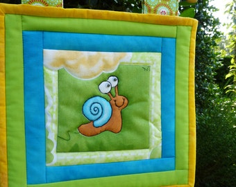 Mini wall hanging with snale, art quilt snale, quilted wall hanging,  wall hanging children, baby wall hanging, baby quilt, quilt.