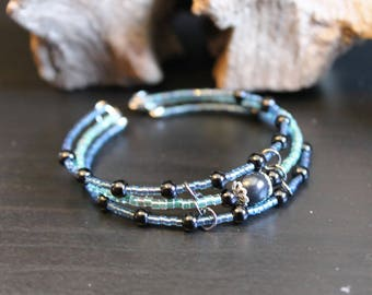 Bracelet blue green and blue memory wire