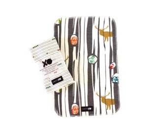Set of two (2) ORGANIC burp cloths - Gender neutral - 100% GOTS certified - Elks & dotted lines