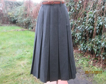 Long Pleated Skirt / Long Pleated Skirts / Skirt Vintage / Gray Pleated Skirt / Pleated Skirts / Long Skirt / Size EUR42 / UK14 / Thick Poly