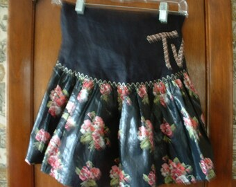 Retro apron that any TV dinner would be proud of.