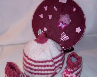 "Set gift for newborn 0-3 months hat and pink slippers ""knitted"""