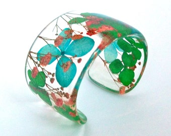 Eco Resin Cuff with Hydrangea and Baby's Breath.   Resin Cuff with Personalized Engraving. Chunky Wide Cuff Bracelet.  Green Blue Red Flower