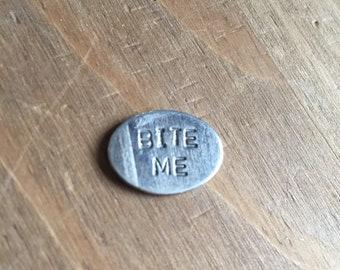 Buffy 'Bite Me' -Tiny Pin Badge
