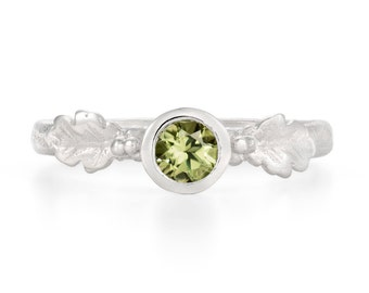Tourmaline verte, feuille de chêne en argent bague en pierre verte, réalisé sur commande, Unique et fait main bague en argent - bague de naissance octobre