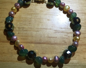 Crystal Glass and Pearl Twist Clasp Braclet