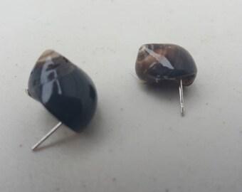 Small shell earrings.