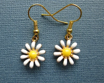 Daisy Flower Earrings - Dangle Earrings - Flower Earrings - Daisy Earrings - Flower Jewelry -- E123