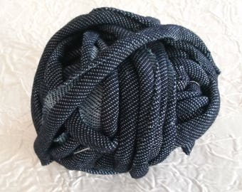 SPOOL OF TRAPILLO JEANS NAVY BLUE FABRIC.