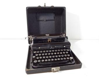 Vintage Typewriter / 1930s Royal Model O Portable Manual Typewriter with Original Case