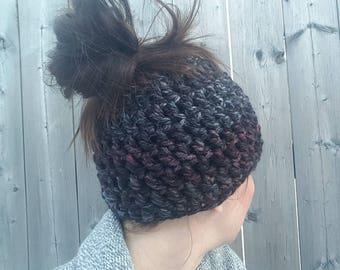 Bun Beanie, Messy Bun Hat, Ponytail Hat, Runner's Hat, Top Knot Beanie, Messy Bun Beanie, Bun Hat, Crochet hat with hole on top