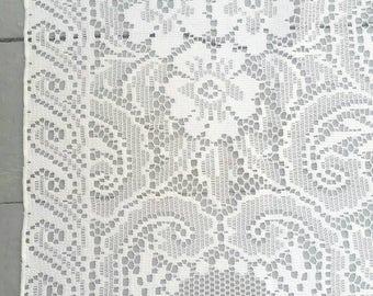"Massive White Lace Tablecloth. Vintage White Lace Tablecloth. Vintage Lace Wedding Decor. 80 x 64""."