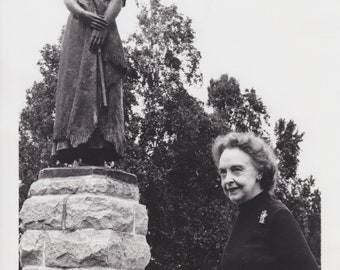 "1972 Vintage Press photograph Lillian Gish - ""Evangeline Statue"" -Nova Scotia"