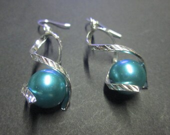 Silver metal and turquoise satin Pearl Earring