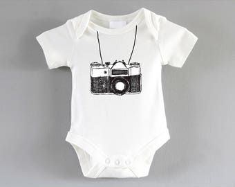 Camera Onesie ~ Photographer baby ~ New baby unisex gift ~ baby shower gift ~ pregnancy gift ~ bodysuit ~ new parent gift