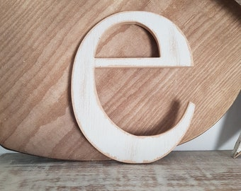 Wooden Letter e - painted and distressed - letter art, interior decor, 18cm