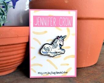 Last Unicorn hard enamel pin / Brooch / Cartoons / Feminine / Cute / Eighties films