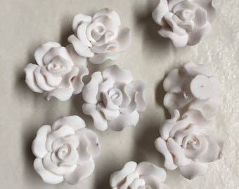 250 beads 18mm white clay in the shape of flowers
