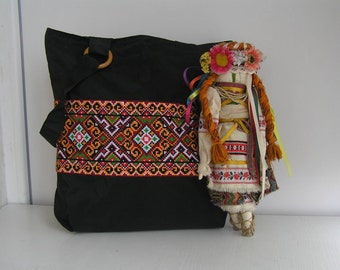 Ukrainian embroidery on canvas tote  bag / Black canvas shoulder bag / Large canvas tote / Zippered bag / Ukrainian gift / Embroidered bag