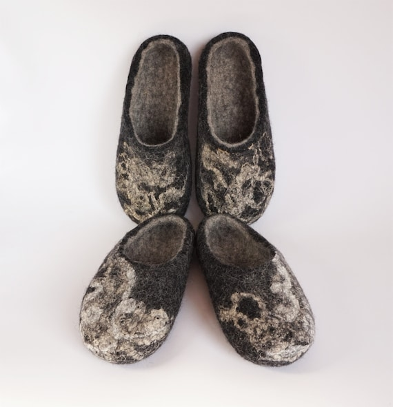 Family set Felted organic felted black wool 2 slippers clogs wool women slippers clogs wool felt of felt men wool slippers slippers BUBATwrq