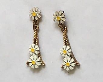 Springtime in Paris Vintage Eiffel Tower & Daisies Dangle Pierced Earrings Gold-tone