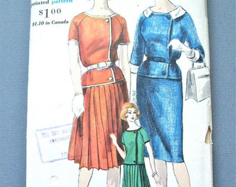 ON SALE  Uncut 60s Vogue 5199 Suit Skirt and Jacket Vintage Sewing Pattern   Bust 34  Hip 36