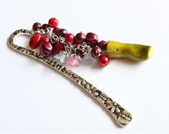 """Creative challenge of the month of December 2015: """"joy"""" bookmark """"current colors"""" bead Pearl and coral silver"""