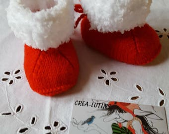 Baby booties knitted red and white wool slippers in size 0-3 months