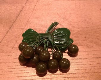 Vintage green Bakelite bow brooch with green Bakelite berries