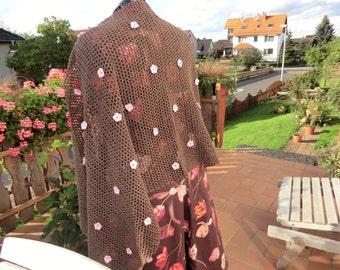 Stola  gehäkelt in braun aus einem Leinen/Baumwollgemisch mit rosa Baumwollblüten UNIKAT