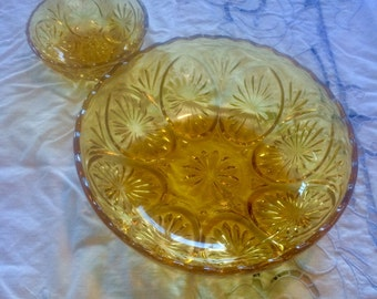 Vintage 1970s Amber Serving Bowls-Star Pattern