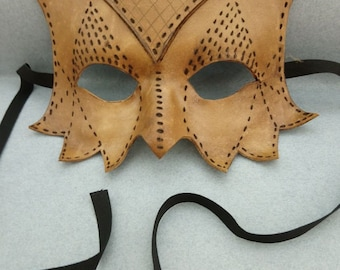 Gufo-Mask in natural pyrographed leather.