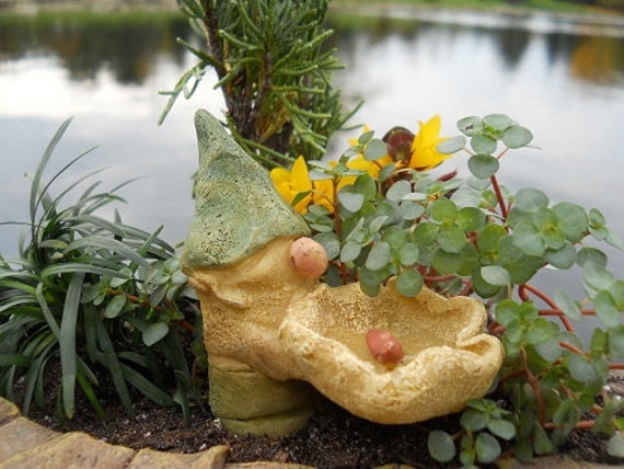 "Gnome Bird Bath with Red Bird (2.75"" tall)"