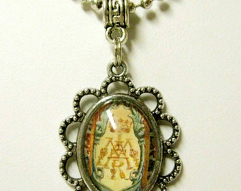 Marian symbol with chain - AP08-115